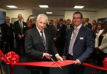 Il generale Philip Osborn, responsabile dell'Intelligence del Ministero della Difesa UK, ha inaugurato il nuovo centro di addestramento di Leonardo. © Leonardo